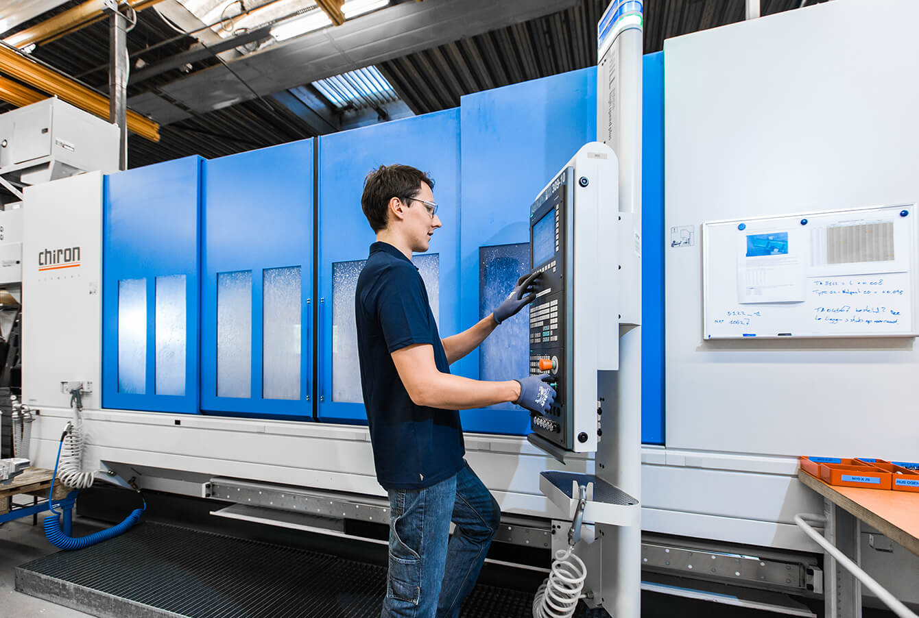 KMWE has an extensive, state-of-the-art, machine equipment for producing complex parts.